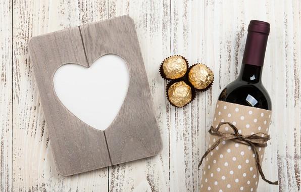 Картинка любовь, подарок, вино, сердце, бутылка, конфеты, love, wood, wine, romantic, hearts, chocolate, Valentine's Day, gift