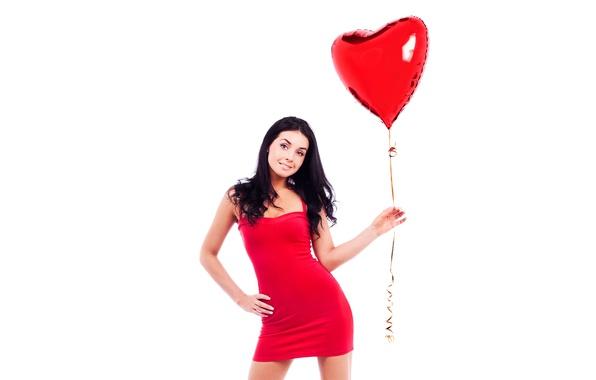 Картинка девушка, макияж, фигура, платье, брюнетка, прическа, белый фон, в красном, сердечко, держит, позирует, стоя, воздушный …