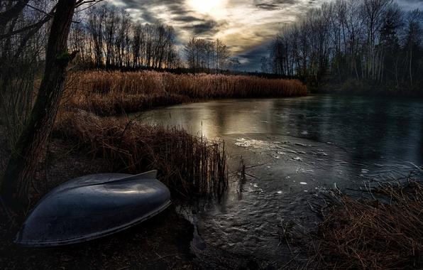 Картинка ночь, озеро, лодка, лёд