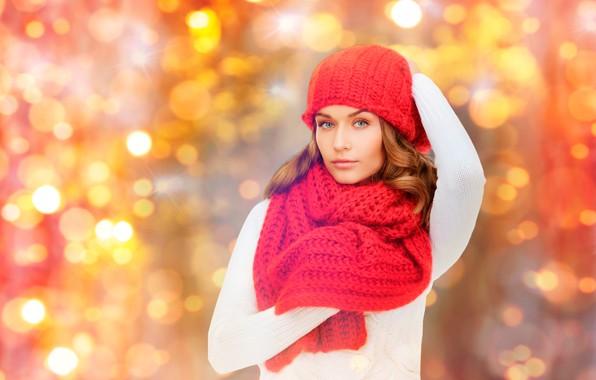 Картинка белый, взгляд, красный, поза, блики, фон, шапка, портрет, макияж, шарф, прическа, шатенка, красотка, боке, джемпер