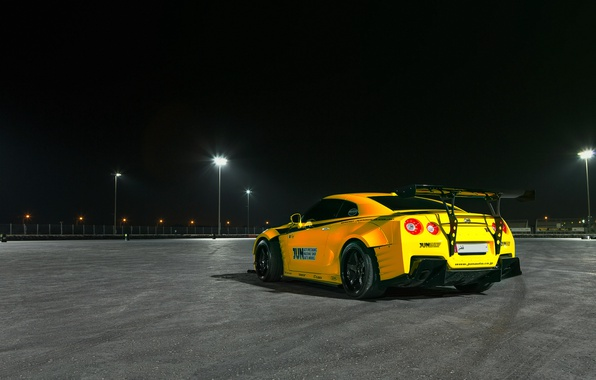Картинка свет, ночь, огни, жёлтый, тюнинг, фотограф, GTR, Nissan, трек, Qatar, Paddy McGrath