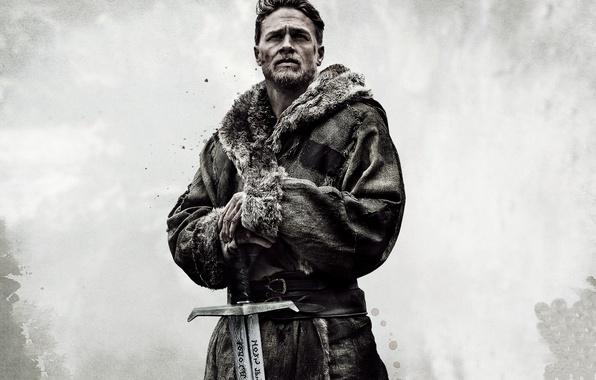 Фото обои cinema, sword, man, movie, ken, blade, film, king, Charlie Hunnam, King Arthur: Legend Of The ...