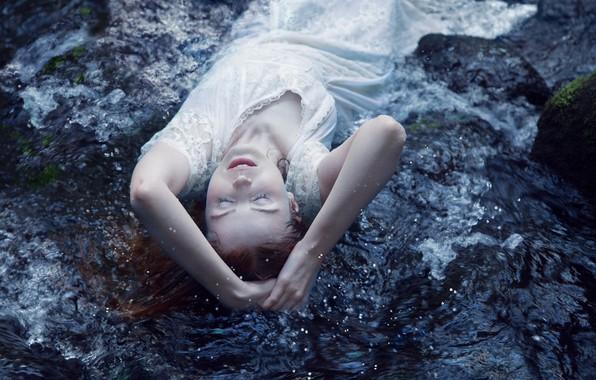 Картинка вода, девушка, поза, настроение, ситуация, платье
