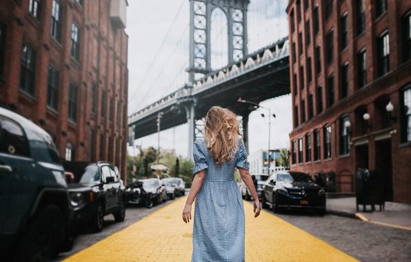 Картинка девушка, мост, настроение, улица, здания, Нью-Йорк, дорожка