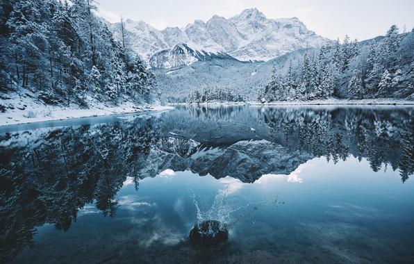 Картинка зима, лес, снег, горы, природа, озеро, всплеск