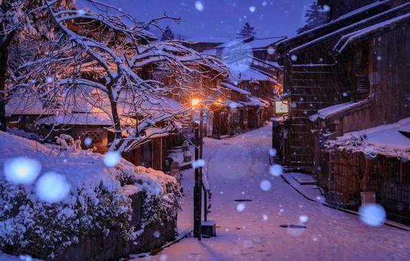 Картинка зима, снег, снежинки, огни, улица, дома, вечер, Япония, фонари, Киото