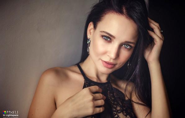 Фото обои взгляд, секси, поза, модель, портрет, макияж, брюнетка, прическа, красотка, в черном, боке, Angelina Petrova, Ангелина ...