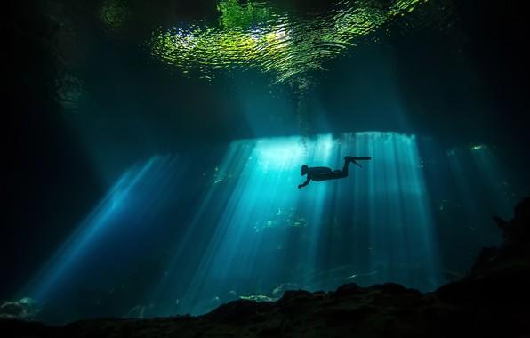 Картинка море, вода, свет, океан, мрак, человек, водолаз, под водой, дайвинг, дайвер