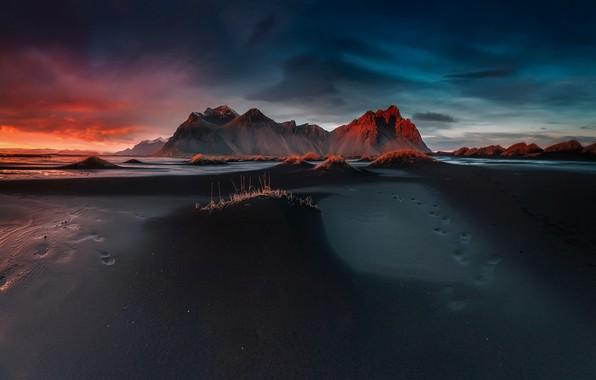 Картинка пляж, небо, облака, следы, вечер, утро, мыс, Stokksnes, чёрный песок, Стокснес, фьорд Хорнафьордюр