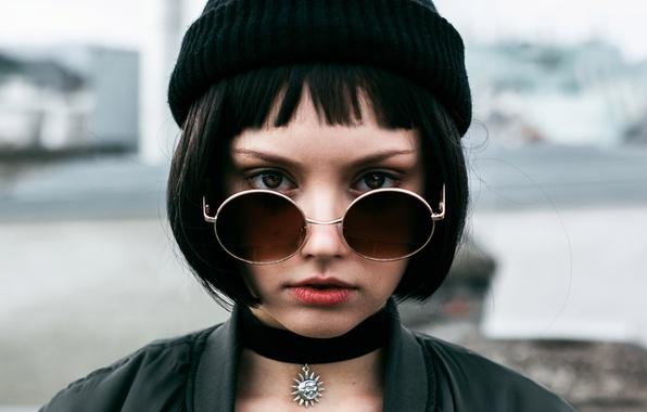 Фото обои чёлка, шапочка, взгляд, очки