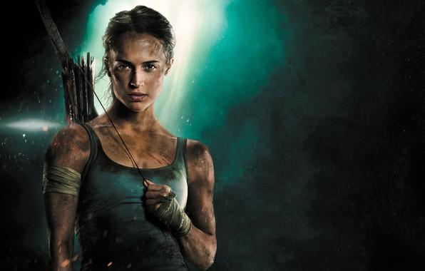 Картинка девушка, фон, майка, лук, Tomb Raider, Лара Крофт, стрелы, приключения, боевик, постер, бинты, Алисия Викандер, …
