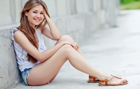 Картинка girl, wall, Model, shorts, long hair, legs, brown hair, brown eyes, photo, street, lips, face, …