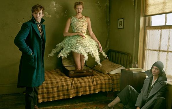 Картинка девушки, комната, магия, кровать, ботинки, мужчина, чемодан, пальто, Vogue, Eddie Redmayne, Эдди Редмэйн, Annie Leibovitz
