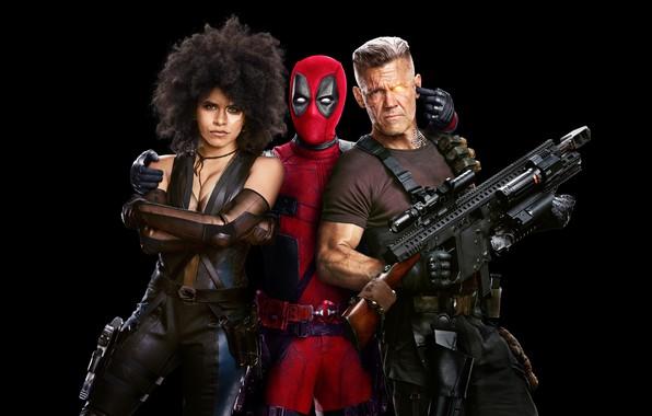 Картинка красный, оружие, фантастика, маска, костюм, Райан Рейнольдс, Ryan Reynolds, черный фон, постер, Deadpool, Дэдпул, комикс, …
