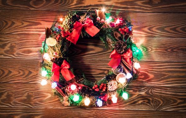 Картинка украшения, lights, огни, Новый Год, Рождество, гирлянда, happy, Christmas, венок, wood, New Year, Merry Christmas, …