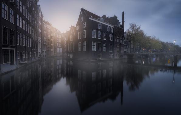 Картинка отражения, город, дома, Амстердам, канал, дымка, Нидерланды