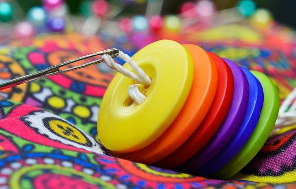 Картинка радуга, пуговицы, нитка, иголка, шитье