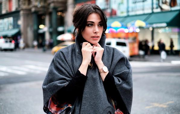 Картинка девушка, фото, улица, часы, пальто, looking, gorgeous