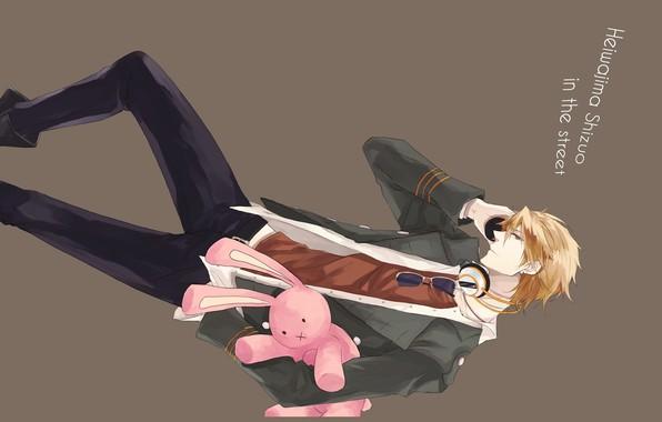 Картинка розовый, кролик, очки, галстук, парень, серый фон, белая рубашка, Heiwajima Shizuo, Durarara!!, Всадник без головы, …