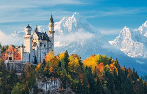 Картинка осень, лес, небо, облака, деревья, горы, замок, Германия, Бавария, Замок Нойшванштайн