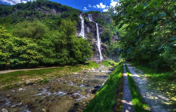 Картинка зелень, лето, солнце, деревья, скала, камни, водопад, HDR, Италия, речка, Lombardy, Sondrio, Acquafraggia