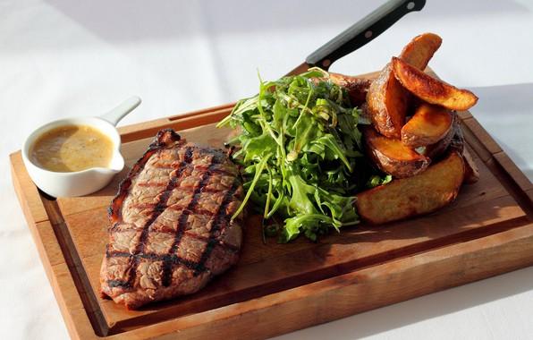 Картинка зелень, листья, мясо, доска, картофель, стейк