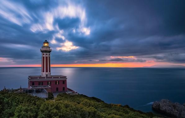 Картинка море, небо, облака, закат, побережье, маяк, Италия, Italy, Campania, Capri, Капри, Неаполитанский залив, Кампания, Gulf …