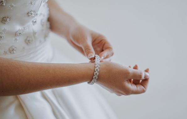 Картинка камни, руки, браслет, невеста