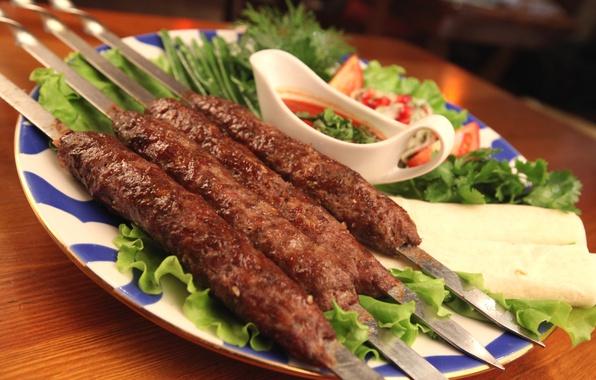 Картинка зелень, мясо, соус, люля-кебаб