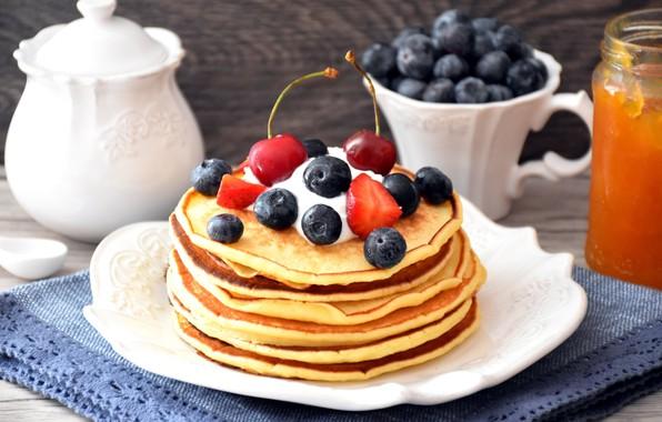 Картинка ягоды, малина, черника, wood, выпечка, салфетка, сметана, оладьи