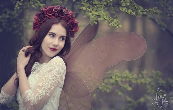 Картинка девушка, цветы, ветки, настроение, розы, мотылёк, крылышки, венок, Shanou Elise