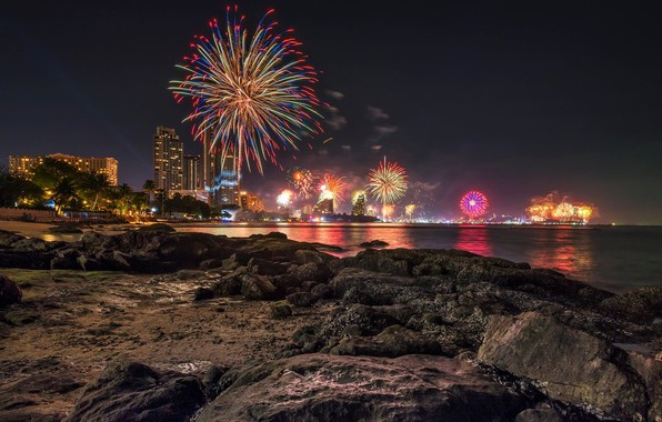 Картинка море, пляж, небо, ночь, огни, камни, праздник, побережье, дома, салют, Таиланд, Thailand, Паттайя, Pattaya