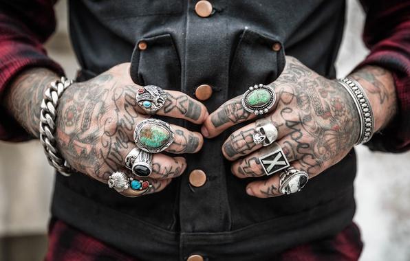 Картинка череп, руки, тату, кнопки, цепь, браслет, skull, татуировки, cell, tattoo, жилет, shirt, chain, vest, sheet, …