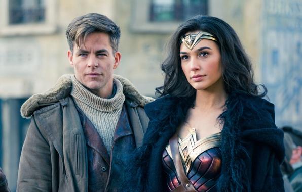 Картинка cinema, Wonder Woman, armor, man, movie, brunette, hero, film, powerful, strong, yuusha, Gal Gadot, Chris …
