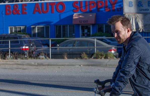 Фото обои велосипед, кадр, куртка, триллер, Aaron Paul, Аарон Пол, Come and Find Me, Найди меня если ...