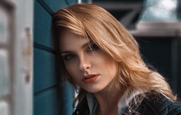 Картинка girl, long hair, photo, photographer, blue eyes, model, mood, bokeh, lips, face, blonde, portrait, mouth, …