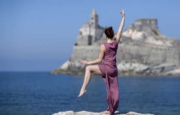 Фото обои платье, танец, девушка, настроение, море, поза