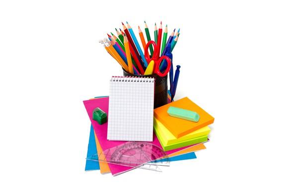 Картинка бумага, карандаши, белый фон, блокнот, тетради, ножницы, циркуль, точилка, концелярия, линейки