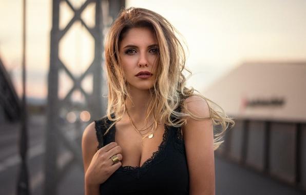 Картинка девушка, модель, портрет, вечер, макияж, прическа, блондинка, красивая, в черном, боке, Martin Kühn, Martin Kuhn, …