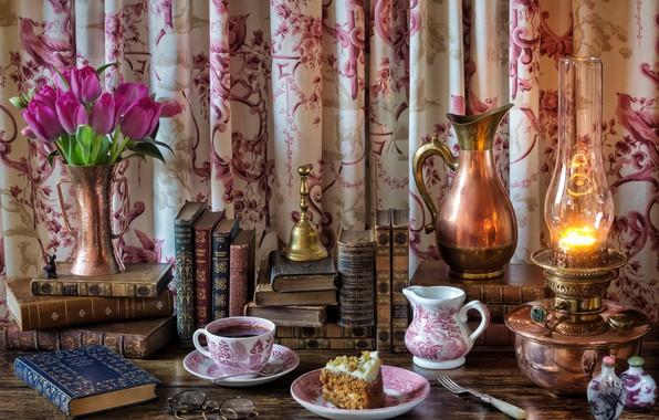 Картинка цветы, стиль, чай, книги, лампа, очки, чаепитие, тюльпаны, кувшин, тортик