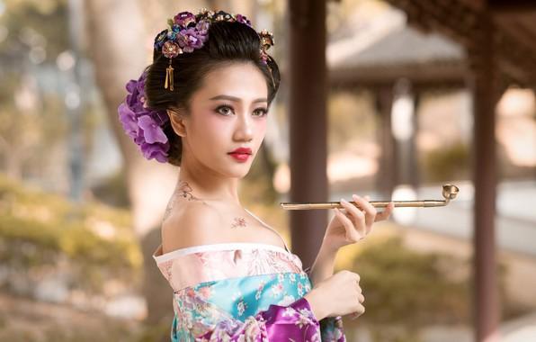Картинка девушка, цветы, стиль, трубка, тату, гейша, кимоно, азиатка, боке, кисэру