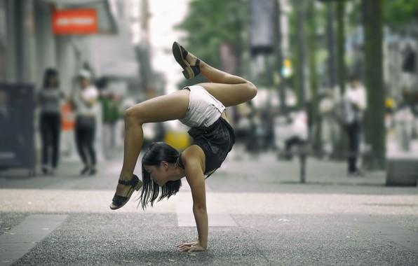 Картинка девушка, поза, улица, гимнастика, йога