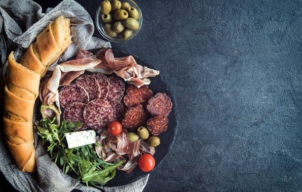 Картинка тарелка, хлеб, оливки, колбаса, бекон, bread, cheese, meat, olives, sausage, bacon, ham, served