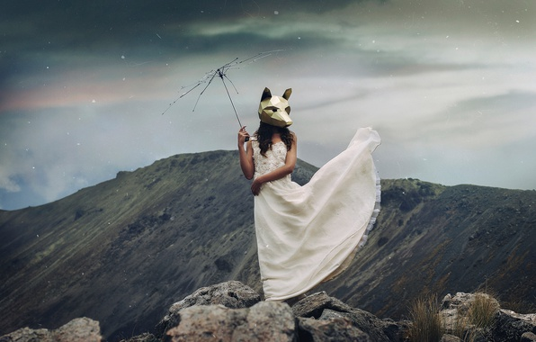 Картинка девушка, горы, ситуация, платье, маска, спицы