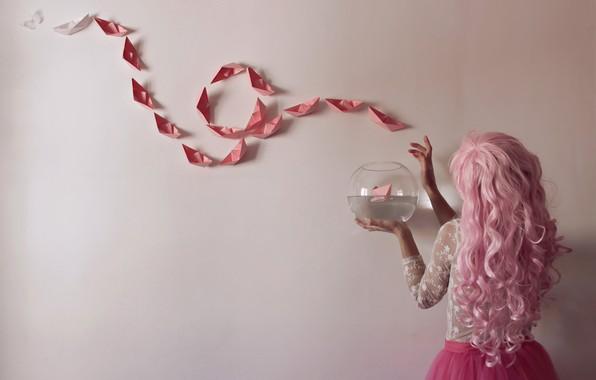Картинка девушка, бумага, стена, кораблики