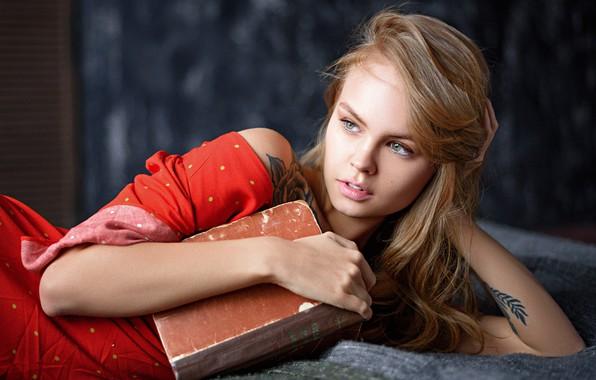 Картинка лицо, поза, модель, руки, тату, книга, Анастасия Щеглова, Anastasiya Scheglova, Max Pyzhik, Максим Пыжик