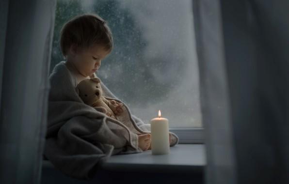 Картинка ночь, игрушка, свеча, малыш, окно, мишка, подоконник, платок, ребёнок, Katrina Parry