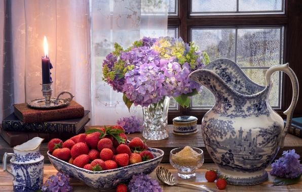 Картинка цветы, стиль, ягоды, книги, свеча, окно, клубника, сахар, кувшин, натюрморт, гортензия