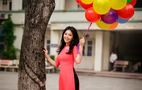 Картинка девушка, улыбка, настроение, платье, азиатка, воздушные шарики, улыбается, вьетнамка