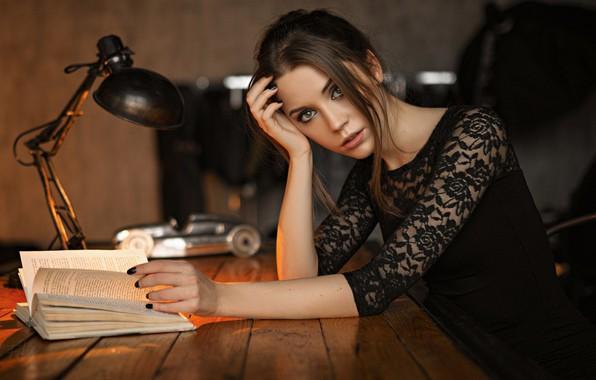 Картинка взгляд, девушка, лицо, настроение, лампа, книга, Ксения Кокорева, Sergey Fat, Сергей Жирнов
